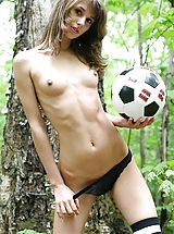 Armour Angels Nippels, Horny soccer player