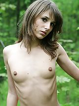 Teens Nippels, Stroll along a forest