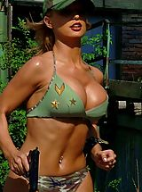Bikini Nippels, Hot Babes in Action