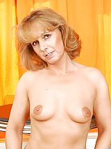 Milf Nippels, Strawberry blonde anilos koko spreads her legs to reveal her dripping wet cougar snatch