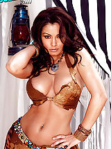 Naked Suze Randall, Aria Giovanni exposes her dangerous curves!