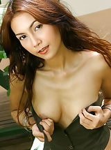 Young Puffy Nipples, Sydney 08, Flat Chested Babe With Big Labia Fingers Her Twat