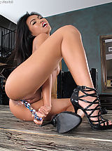 Naked In the Crack, Cindy Starfall