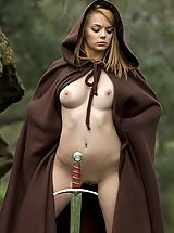 Fantasy Pics: WoW nude leia alone in the forest