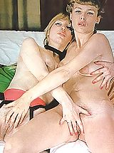 Vintage Pics: Two gorgeous lesbians know how to have fun