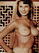 Womens Areola, Popular Italian beauty Sophia Loren shows down her curves.