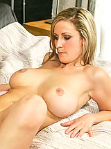Naked Big.Tits, Sexy amateur with big tits wants to fuck on camera