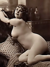 Rare 1918 Year Erotic Photos from France Scanned By Famous Vintage Porn Collector Are Available For Watching