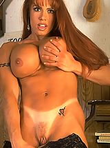 Areola Pictures, April Hunter in Muscle Lady Shaving Pussy