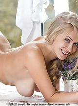 naked blonde, Kaylee A.