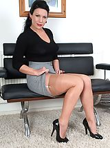 Vintage Retro, Ashleigh wants the job...the job to get YOU off!